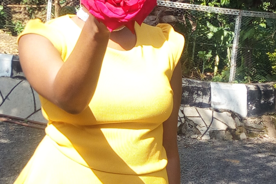 How I rock a yellow peplum top